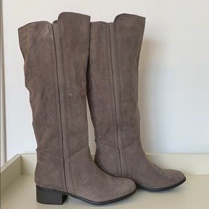 Size 6 Gray Suede Riding Boots